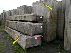 Beschädigte und verwitterte Deckelfolien im Freilager