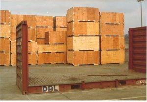 Kistenstapel im Freilager