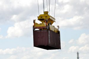 Container beim Verladen