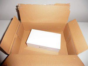 Lieblos verpacktes Smartphone